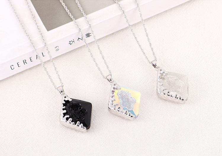 New Simple Diamond Shaped Crystal Necklace Wholesale NHSE205322